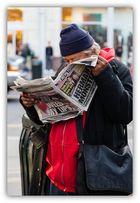 reading news......