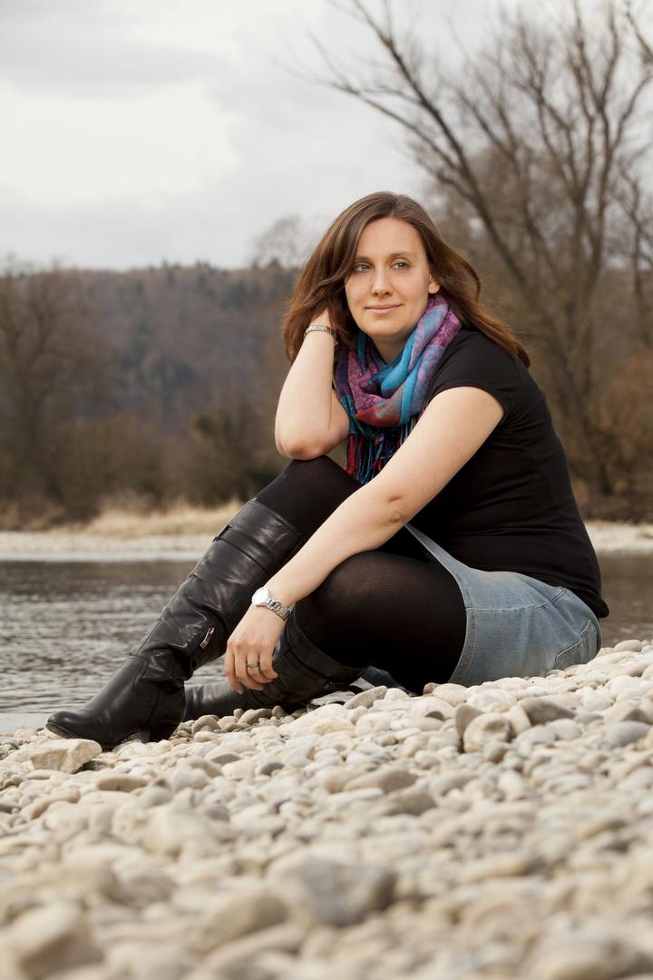 Rebi nachdenklich am Rhein . . .