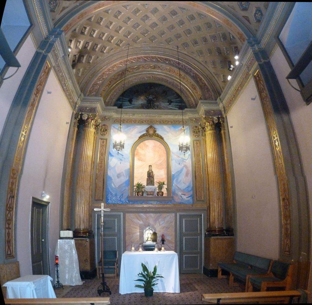 Recinto interior iglesia romanica xii capella d 39 en marcus for Interior iglesia romanica