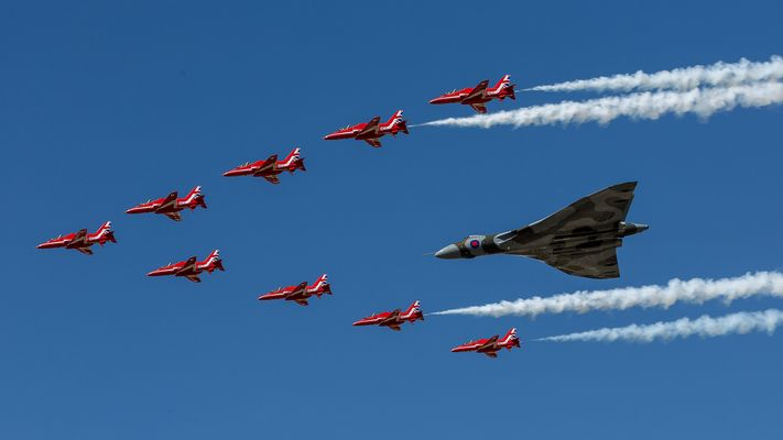 Red Arrows und Vulcan, RIAT 2015