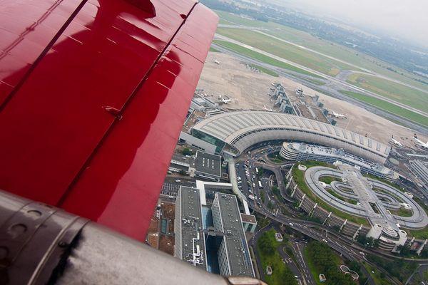 Red Baron über Flughafen Düsseldorf