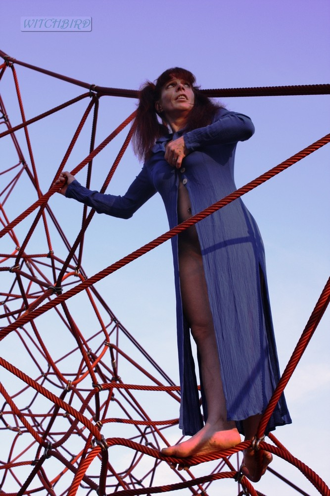 Red-Blue Girl between the red Strings in Heaven