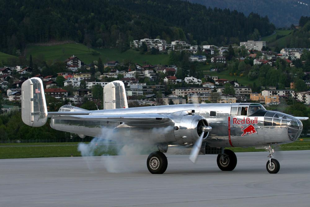 RED BULL - NORTH AMERICAN B-25J MITCHELL