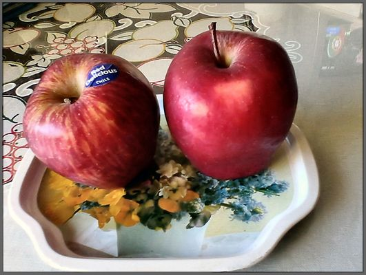 Red Delicious from Chile for  breakfeast, today.