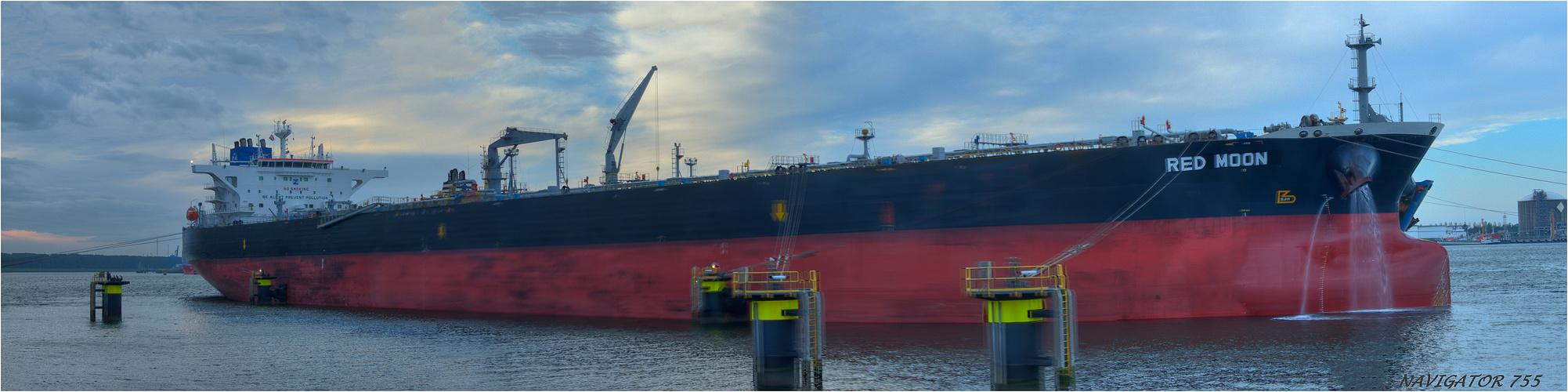 RED MOON, /Crude Oil Tanker. Calandkanal Rotterdam.  Bitte scrollen!