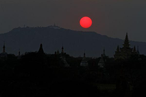 Red night falling on Bagan
