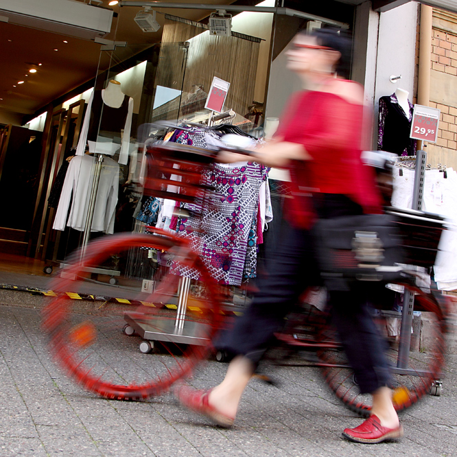 red-shopping-mobile