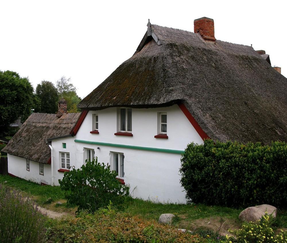 Reet gedeckte Häuser prägen das Bild