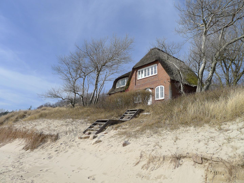 reetdachhaus in den d nen wyk auf f hr foto bild landschaft meer strand d nen bilder. Black Bedroom Furniture Sets. Home Design Ideas