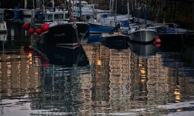 Reflejos en el puerto