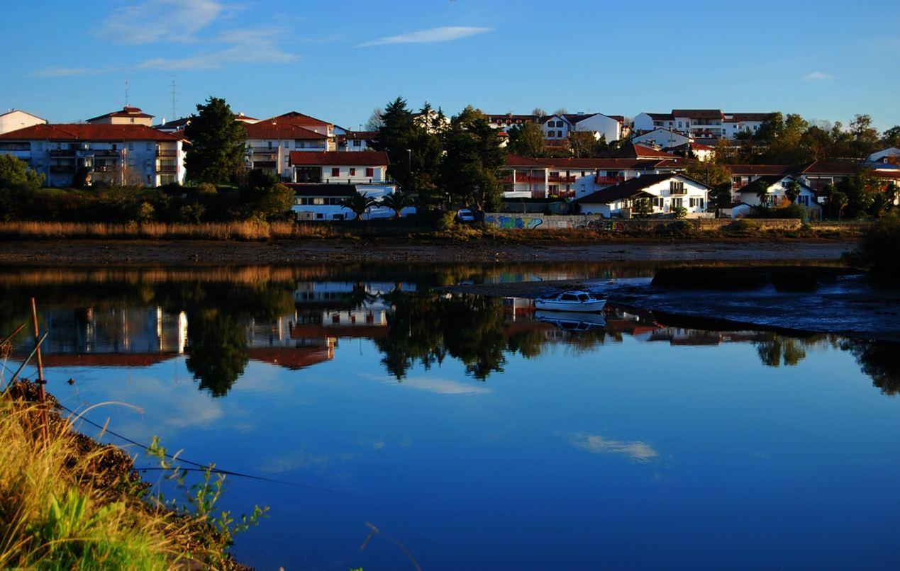 Reflejos en el Rio Bidasoa