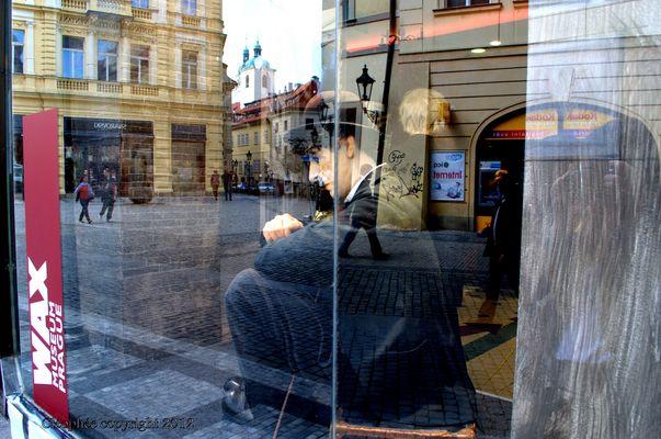reflet d'une vitrine ...