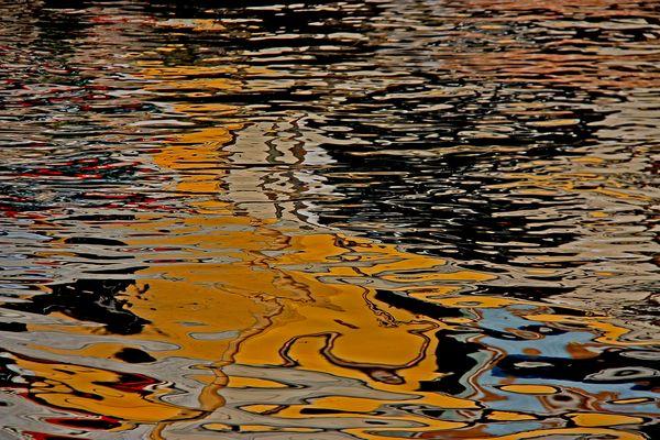 Reflets dans l'eau à Milan