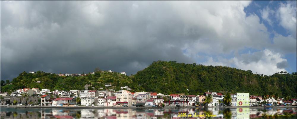 Reflets de la ville de Saint Pierre, en Martinique