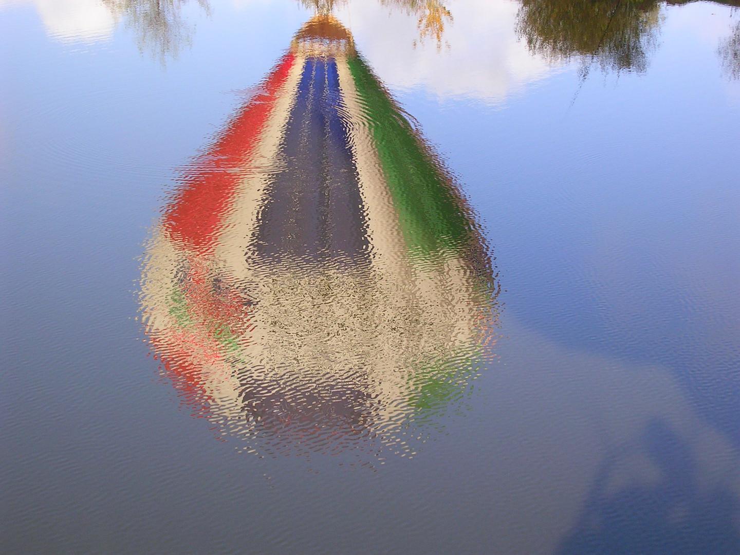 Reflets de ma montgolfiere sur les bords de la Loire
