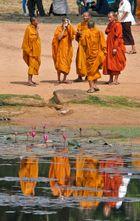 Reflets de moines bouddhiste
