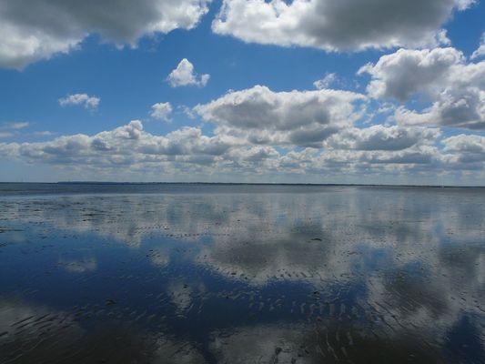 """Reflets de nuages dans le """"sable"""" (Normandie)"""
