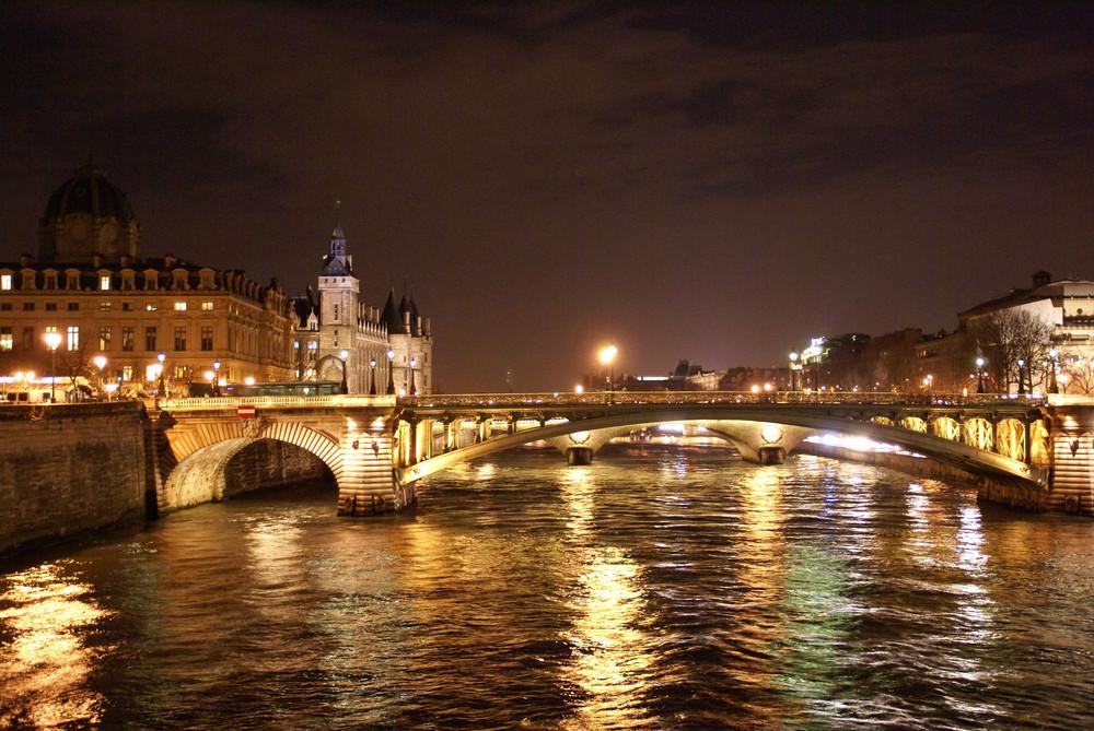 Reflets d'or sur la Seine