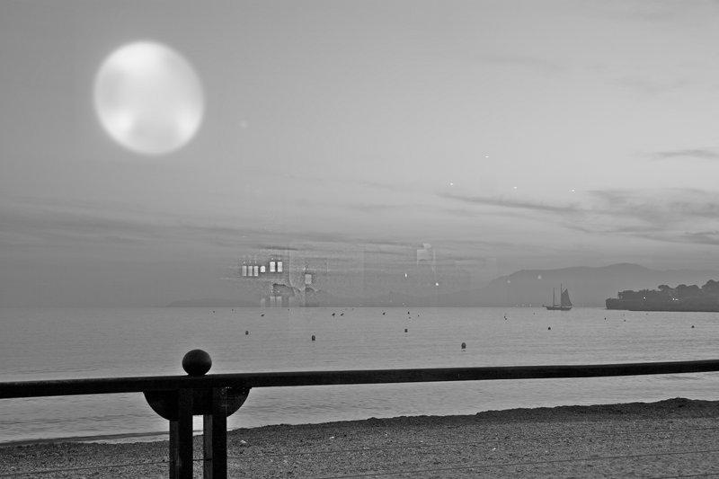 Reflets intérieurs sur horizon maritime