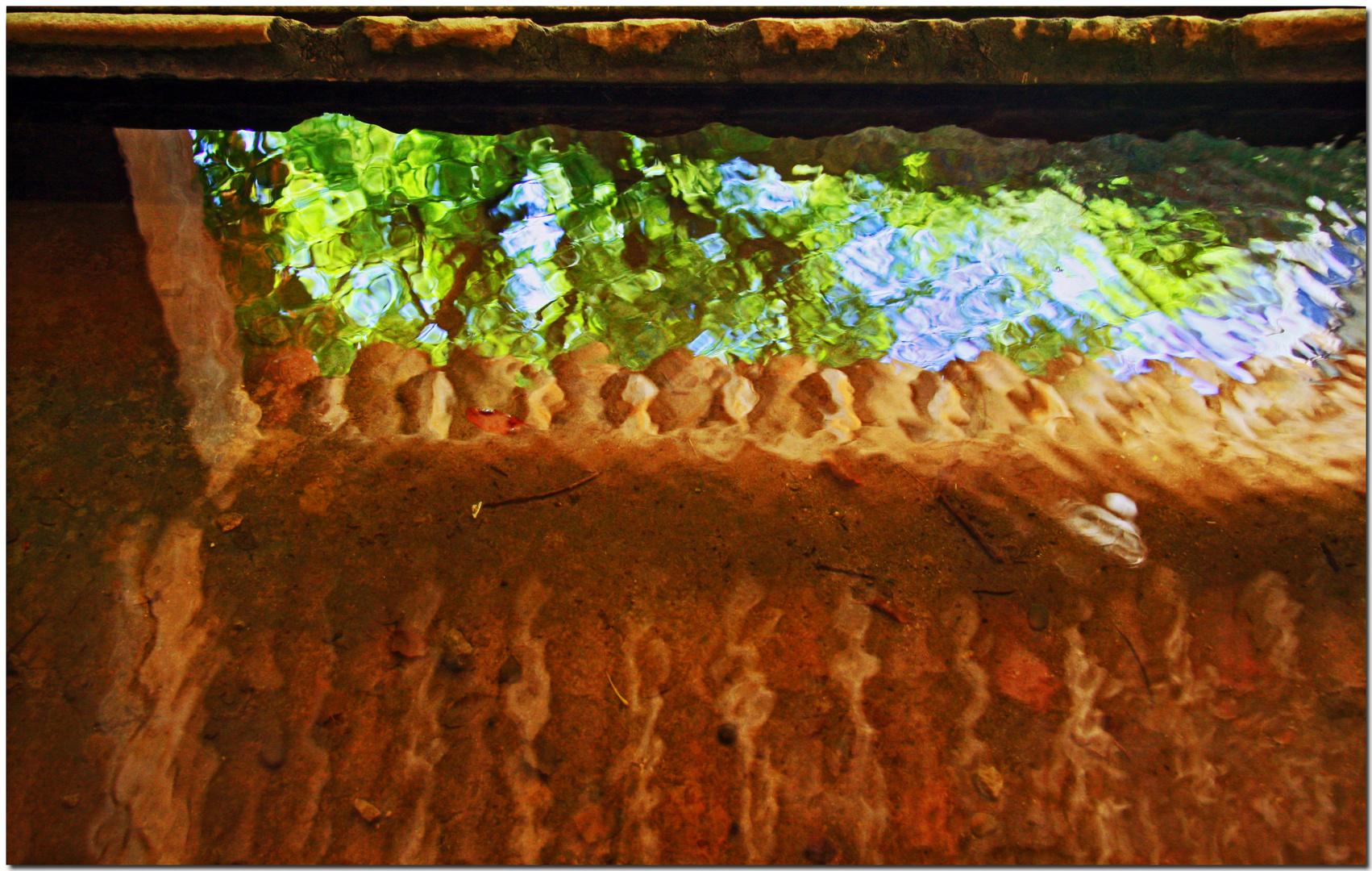 Reflets sur un lavoir II