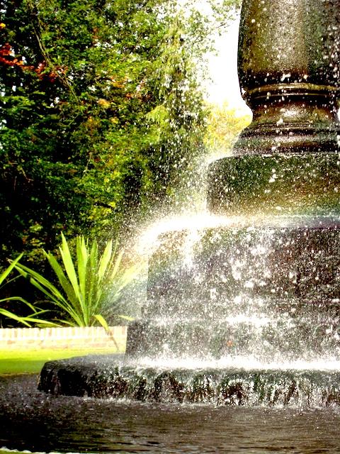 Regen Tröpfen tropf, dem Brunnen auf den Kopf ;)