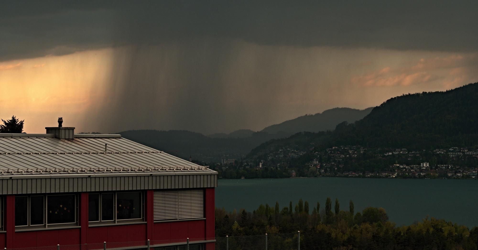 Regenböen über Thun