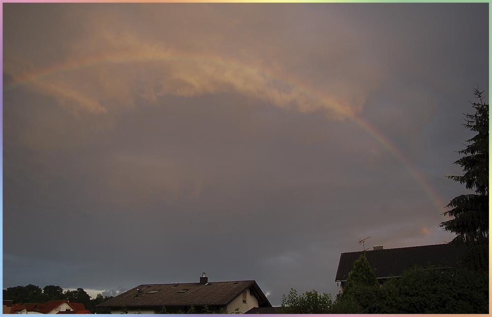 Regenbogen am Abendhimmel