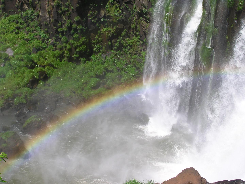 Regenbogen an den Iguazu Wasserfällen