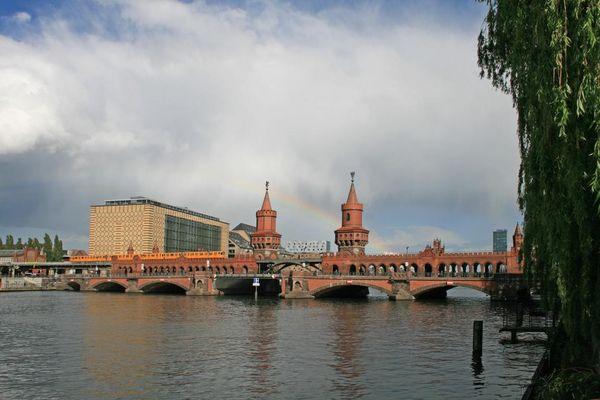Regenbogen an der Oberbaumbrücke