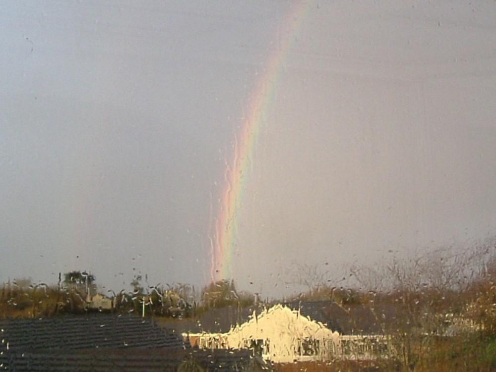 Regenbogen durch Glas