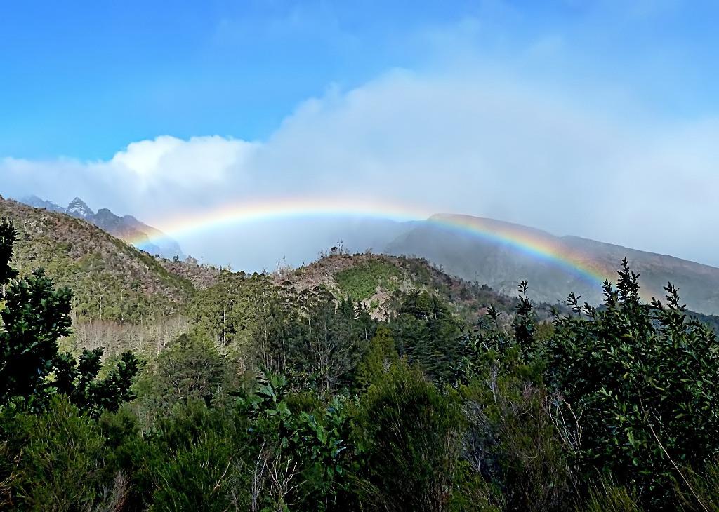 Regenbogen in den Bergen