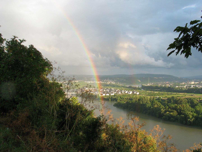 Regenbogen küsst den Rhein