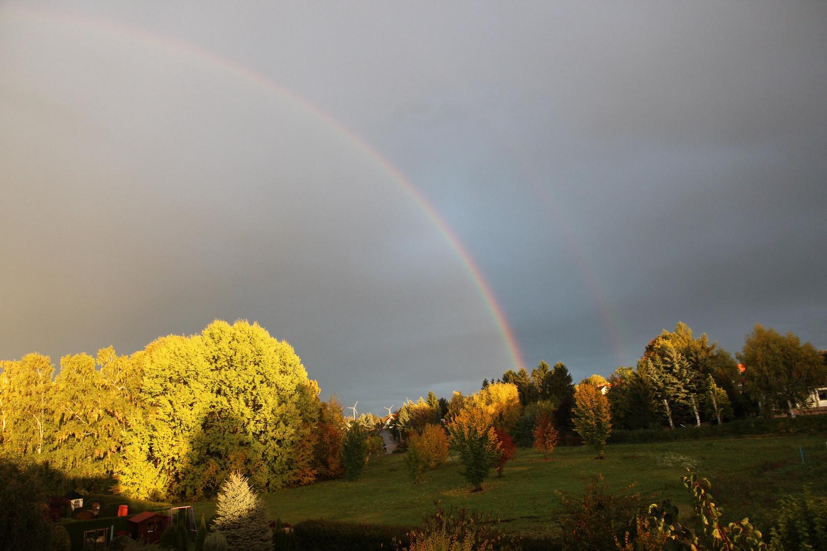 Regenbogen nach herbstlichem Unwetter