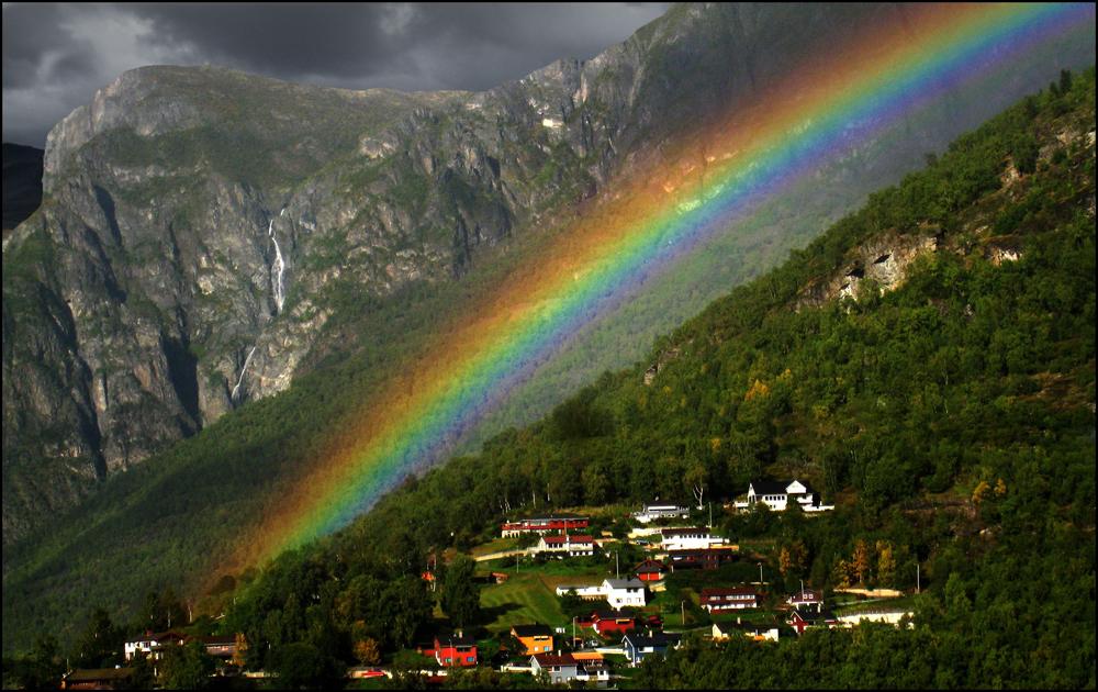 Regenbogen nahe Flam