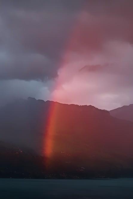 Regenbogen über am Thunerseeufer