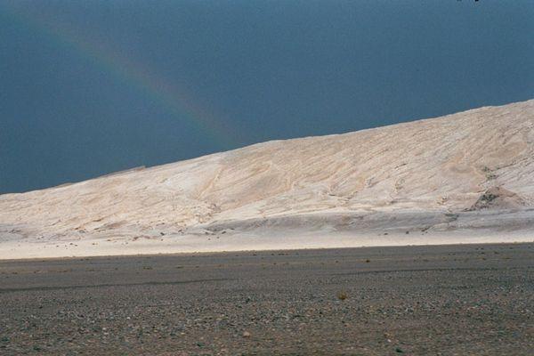 Regenbogen über Atacama Wüste