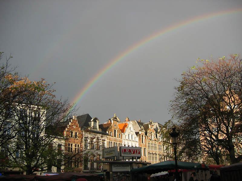 Regenbogen über Brüssel