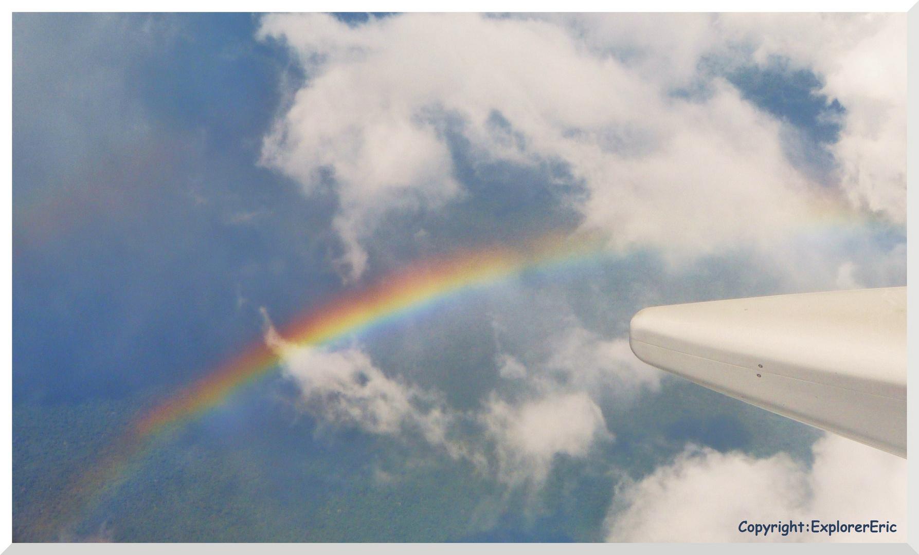 Regenbogen über dem Amazonas-Dschungel.............