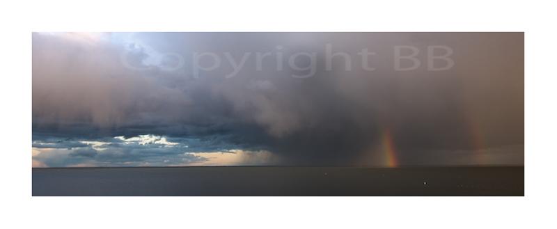 Regenbogen über dem Haff