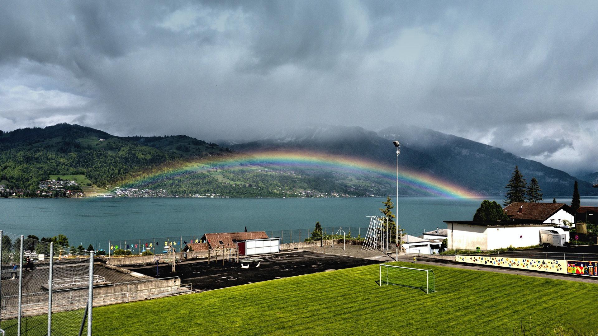 Regenbogen über dem Thunersee