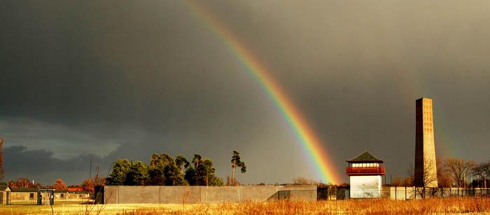 Regenbogen über der Gedenkstätte Sachsenhausen