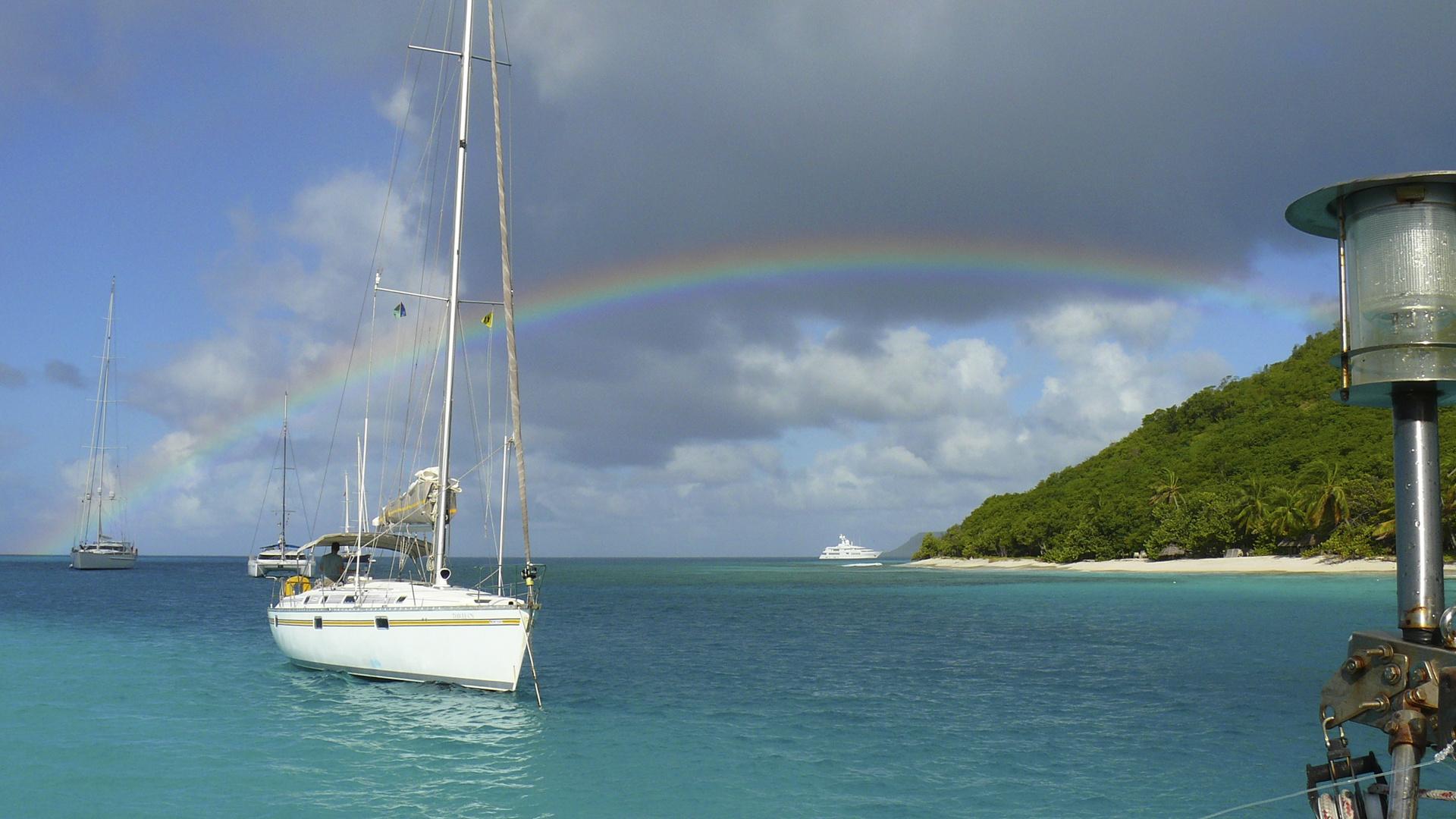 Regenbogen über der Karibik