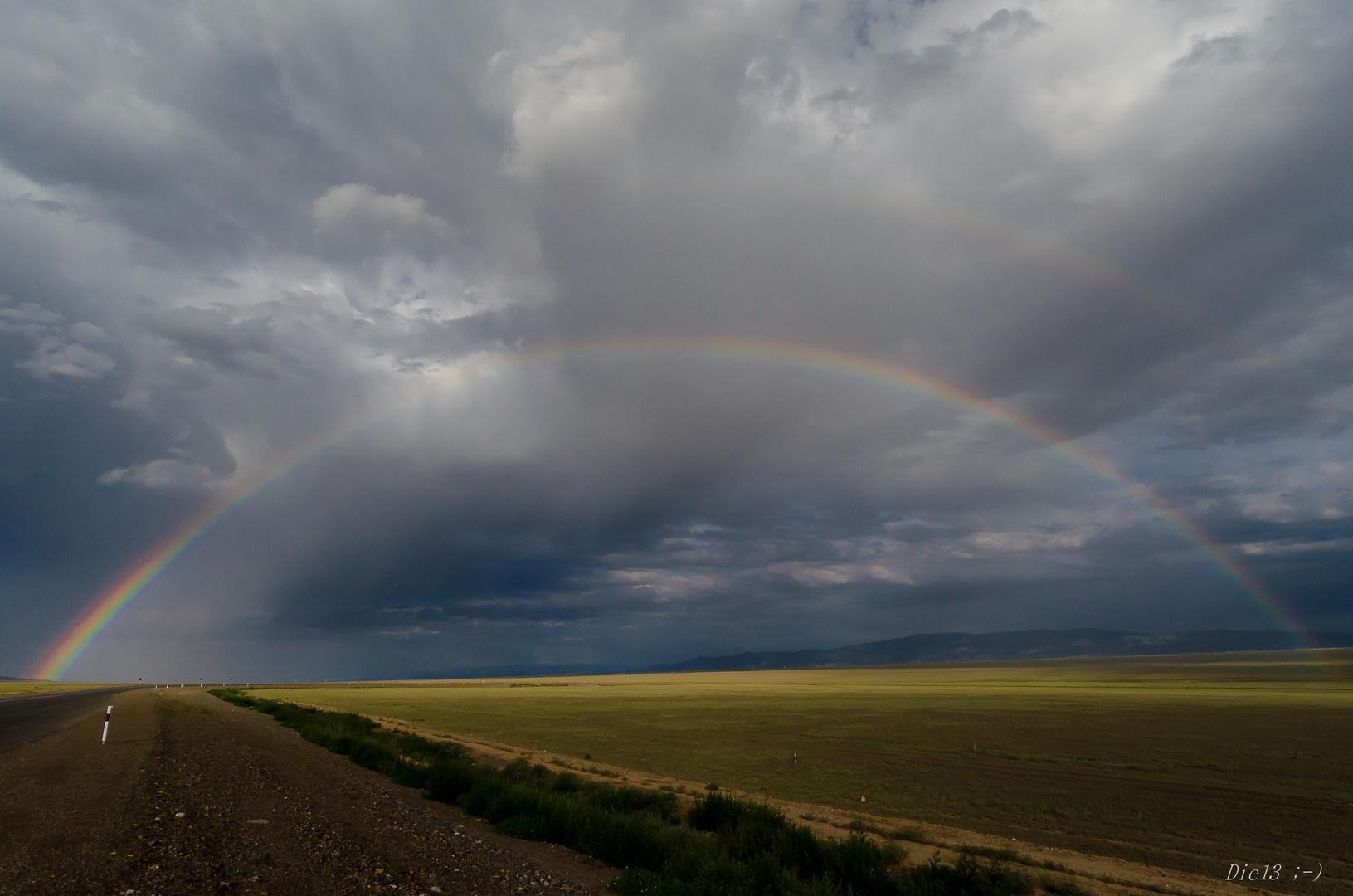 Regenbogen über Steppe...