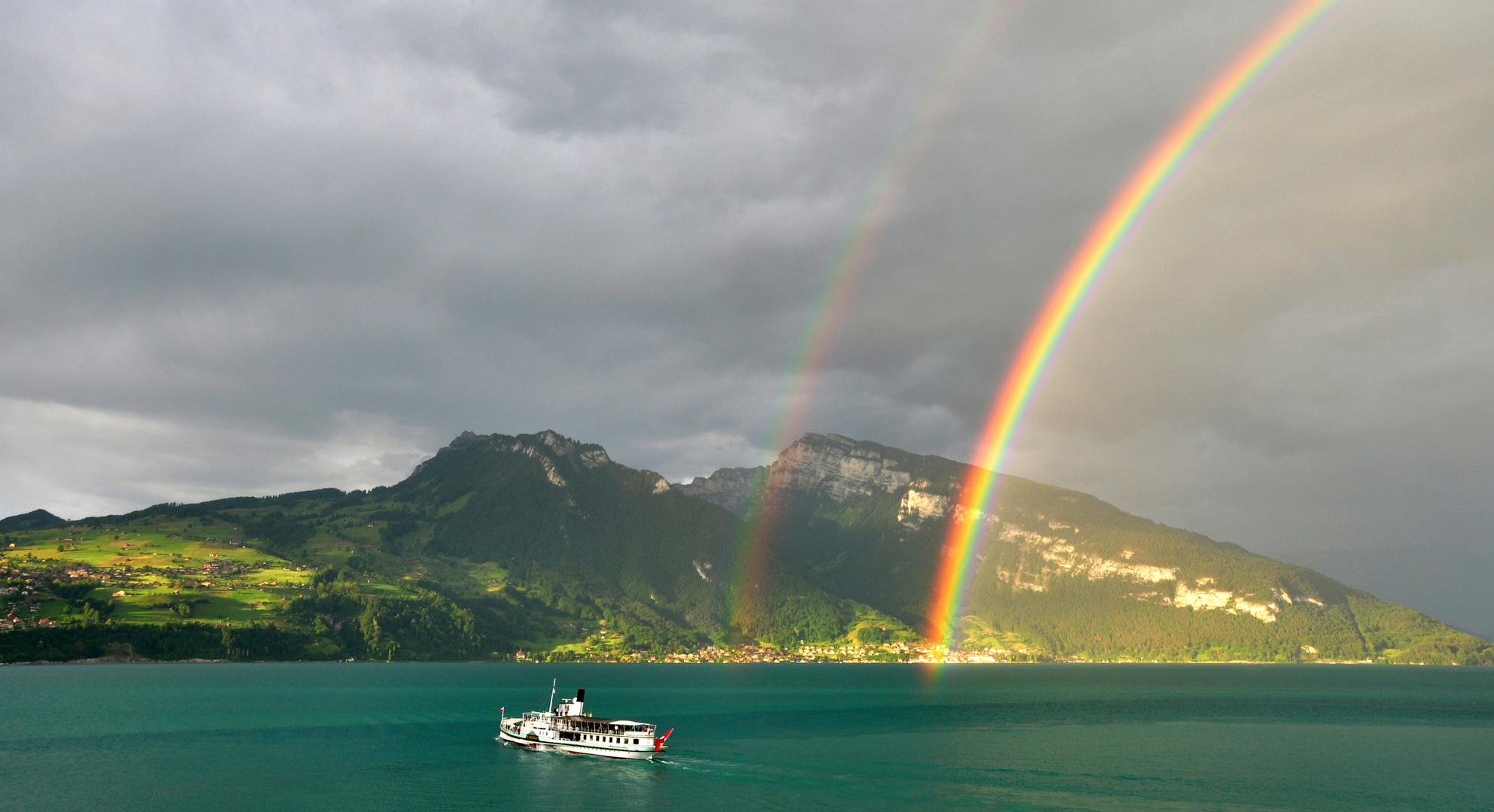 Regenbogen und Dampfschiff