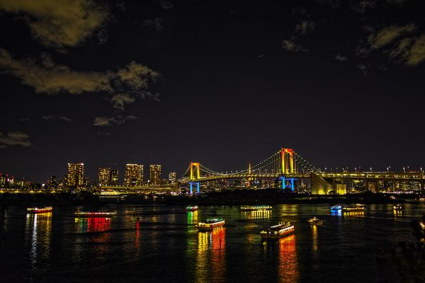 Regenbogenbrücke in Tokio