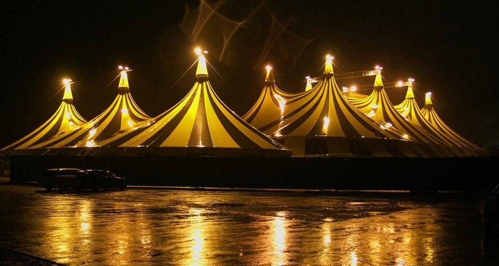 Regenstimmung über Aachen/Bendplatz.Circus Flic-Flac Gigantische 100.mtr.Zeltanlage.T.1
