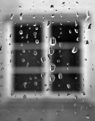 Regentropfen, die an mein Fenster klopfen..