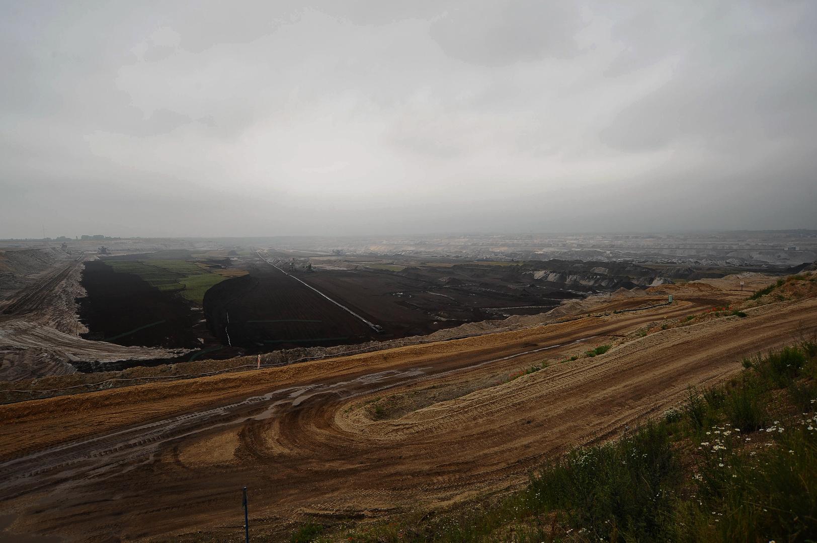 Regenwolken über Schleenhain
