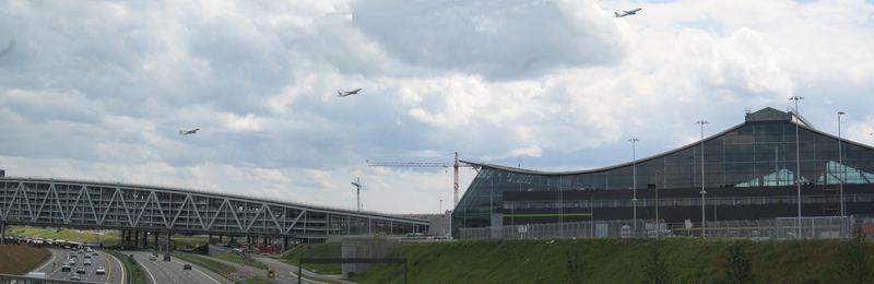Reger Startbetrieb auf dem Flughafen Stuttgart zu Pfingsten....