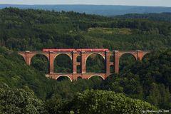 Regionalzug auf der Elstertalbrücke...